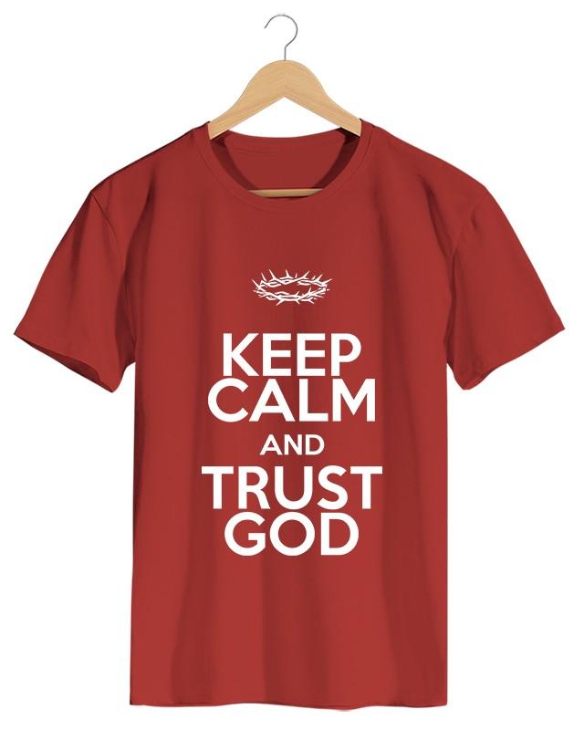 Keep Calm and Trust God - Camiseta Masculino Vermelha em Malha Algodão